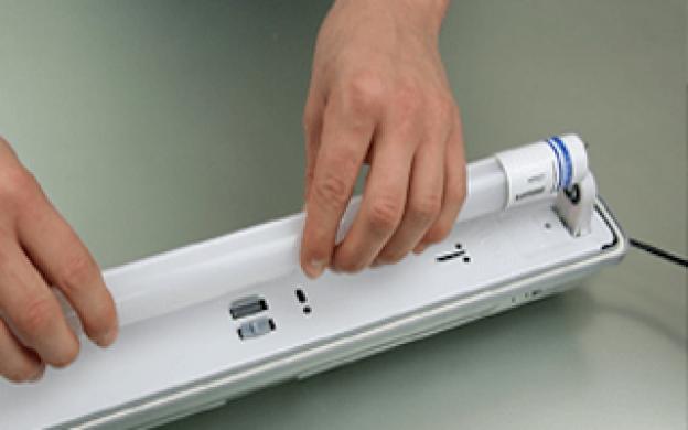 Come cambiare il tuo vecchio tubo T8 fluorescente in un'installazione con un ballast convenzionale