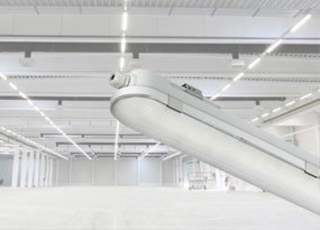 Plafoniere stagne IP65, il LED integrato è un vantaggio?